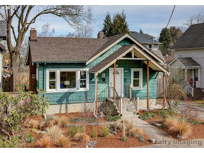 Portland Single Family Home For Sale: 3330 SE 14th Ave