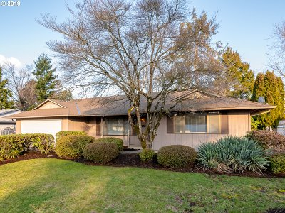 Portland Single Family Home For Sale: 1748 NE 159th Ave