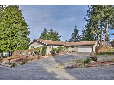 Coos Bay Single Family Home For Sale: 715 Signal Way