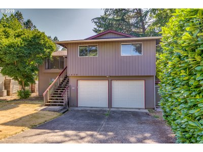 Clackamas County Single Family Home For Sale: 1420 Beverly Dr