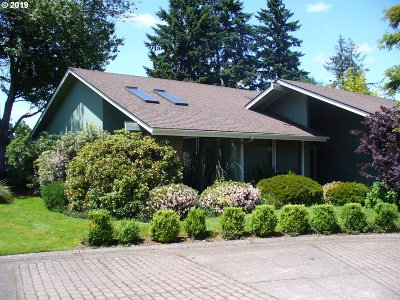 Eugene Single Family Home For Sale: 994 Shaughnessy Ln