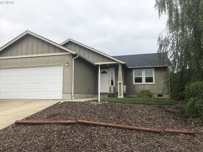 Roseburg Single Family Home For Sale: 872 Callahan Dr