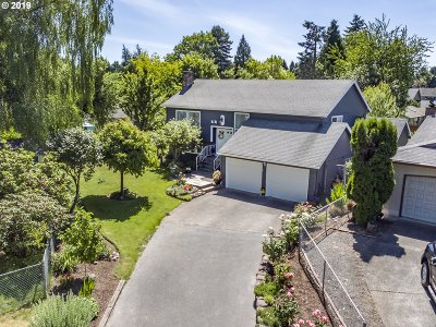 Clackamas County Single Family Home For Sale: 8131 SE Cypress Ave