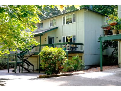 Eugene Condo/Townhouse For Sale: 381 Heritage Oaks Dr