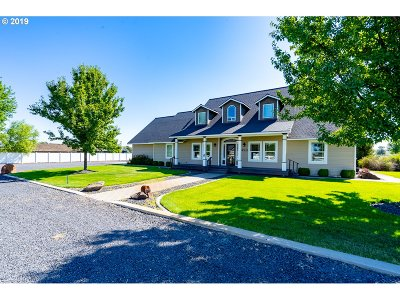 Umatilla County Single Family Home For Sale: 490 Christiansen Loop