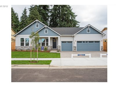 Tigard Single Family Home For Sale: 12044 SW Summerbrook Ln