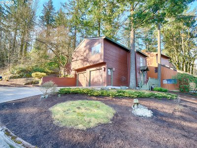 Lake Oswego Single Family Home For Sale: 1 Eagle Crest Dr