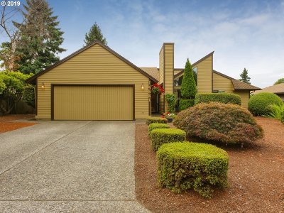 Milwaukie Single Family Home For Sale: 14881 SE Carol Ave