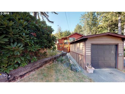 Brookings Single Family Home For Sale: 19921 Whaleshead Rd #A7