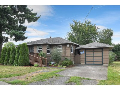 Milwaukie, Gladstone Single Family Home For Sale: 7522 SE Thompson Rd