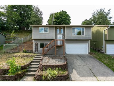 Troutdale Single Family Home For Sale: 1229 SE Chapman Ave