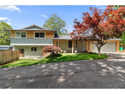 Milwaukie Single Family Home For Sale: 15609 SE Oatfield Rd