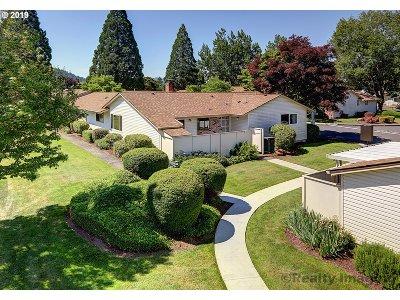 Portland Condo/Townhouse For Sale: 14830 SE Caruthers Ct