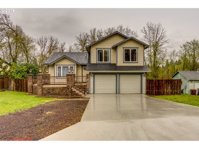 Clackamas County Single Family Home For Sale: 16718 SE Blossom Ave