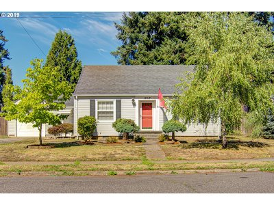 Portland Single Family Home For Sale: 12517 SE Lincoln St