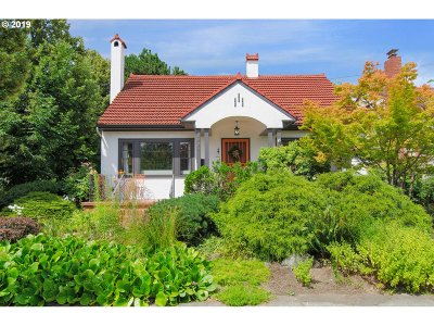 Portland Single Family Home For Sale: 2335 SE 24th Ave