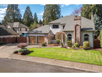 Milwaukie Single Family Home For Sale: 6141 SE Eastbrook Dr