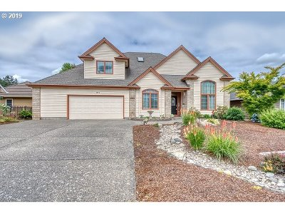 Woodburn Single Family Home For Sale: 2815 Hazelnut Dr