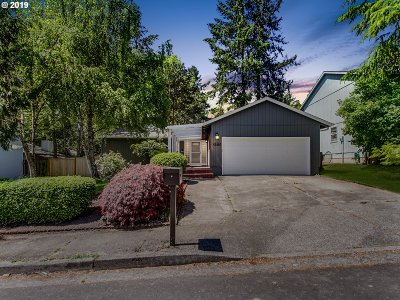 Portland Single Family Home For Sale: 8305 SW 85th Ave
