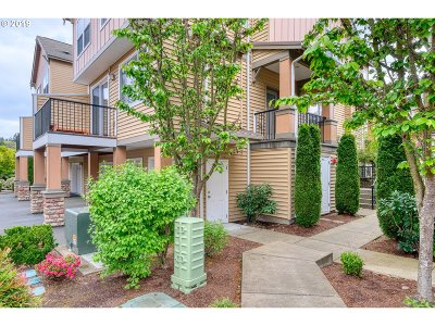 Portland Condo/Townhouse For Sale: 705 NW Falling Waters Ln #105