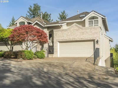 Lake Oswego Single Family Home For Sale: 12 Northview Ct