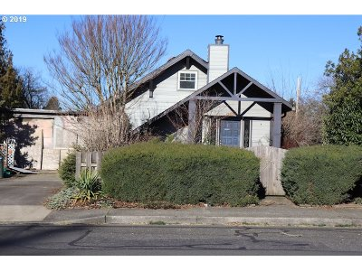 Gresham Single Family Home For Sale: 735 SE 4th St