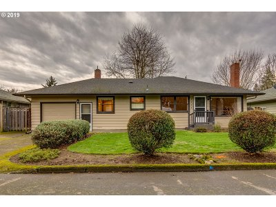 Milwaukie Single Family Home For Sale: 4408 SE Howe Ln