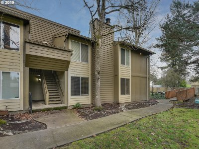 Beaverton Condo/Townhouse For Sale: 650 SW Meadow Dr #123