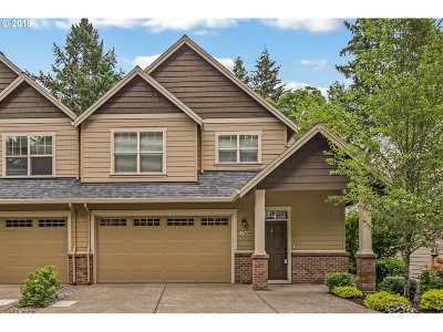 Lake Oswego Single Family Home For Sale: 17608 Sydni Ct
