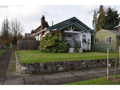 Portland Single Family Home For Sale: 2427 SE 64th Ave