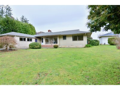 Coos Bay Single Family Home For Sale: 1674 N 8th