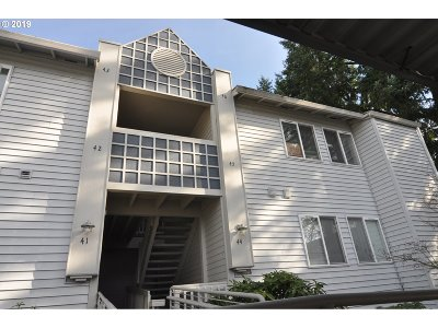Beaverton Condo/Townhouse For Sale: 10660 SW Davies Rd #46