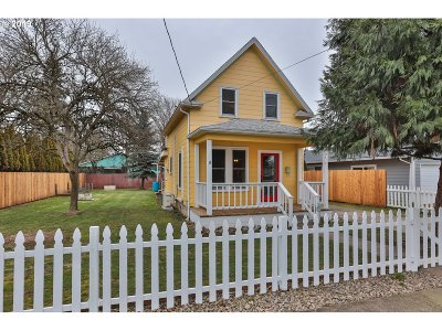Portland Single Family Home For Sale: 6414 SE 88th Ave