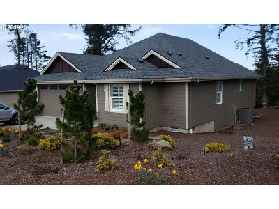 Lincoln City Single Family Home For Sale: 1345 SE 41st St