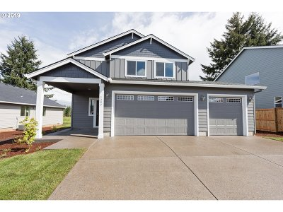 Clackamas County Single Family Home For Sale: 197 NE Regan Hill Loop