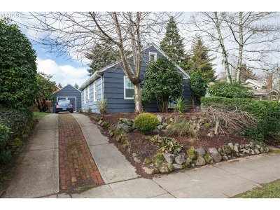 Portland Single Family Home For Sale: 2841 SE 52nd Ave