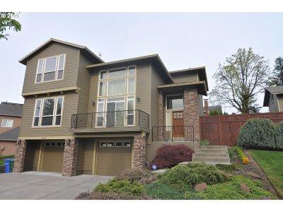 Portland Single Family Home For Sale: 6526 SE Dunbar Dr