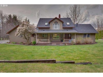 Single Family Home For Sale: 1365 NE Crestview Ln