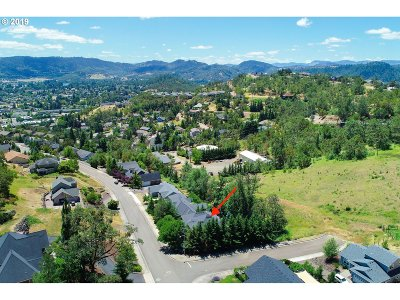 Roseburg Single Family Home For Sale: 2984 NW Daysha Dr