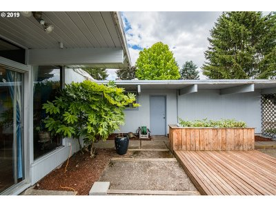Newberg Single Family Home For Sale: 600 Linda Way