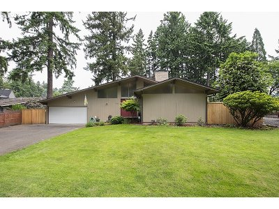 Milwaukie Single Family Home For Sale: 2403 SE Concord Rd
