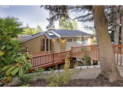 Lake Oswego Single Family Home For Sale: 939 Devon Ln