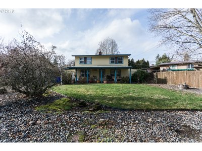Multnomah County Single Family Home For Sale: 3057 SE 165th Pl