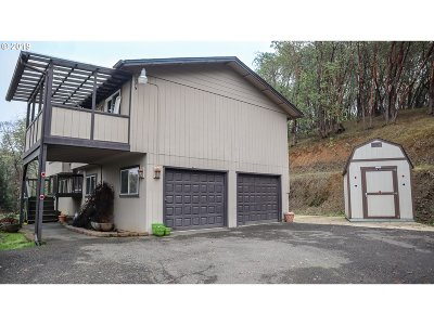 Roseburg Single Family Home For Sale: 977 Arcadia Dr