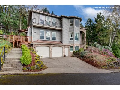 Clackamas Single Family Home For Sale: 13707 SE Willingham Ct