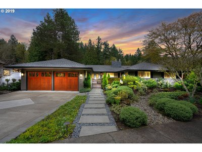 Lake Oswego Single Family Home For Sale: 17435 Wren Ct