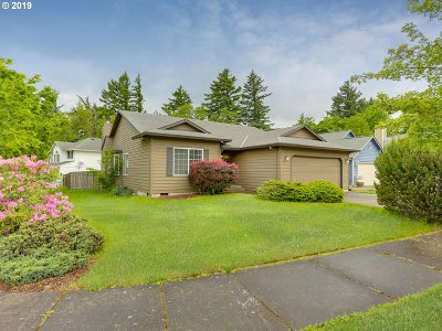 Troutdale Single Family Home For Sale: 869 SE 10th Cir