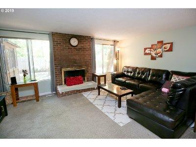 Eugene Single Family Home For Sale: 2655 E Windsor Cir
