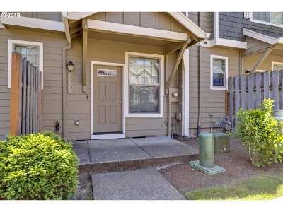 Sandy Single Family Home For Sale: 38508 Galway St