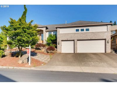 Happy Valley, Clackamas Single Family Home For Sale: 9360 SE Chatfield Ct